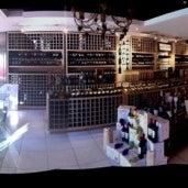 Foto tomada en Sol y Vino por Josefina M. el 7/25/2012
