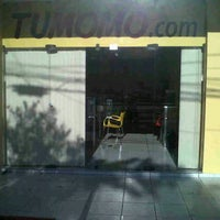 Photo taken at TuMomo Santa Cruz by Mariano C. on 3/16/2012