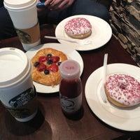 Снимок сделан в Starbucks пользователем Анастасия Л. 6/12/2012