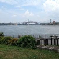 Foto scattata a Carl Schurz Park da David L. il 8/25/2012