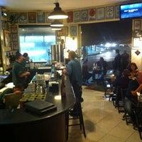 Foto tirada no(a) Legítimo Bar por Sandro S. em 4/4/2012