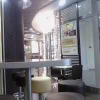 Снимок сделан в McDonald's пользователем иван к. 1/10/2012