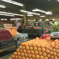 Photo taken at Pete's Fresh Market by Brucy_b on 11/11/2011