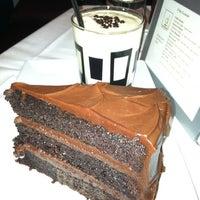 1/13/2012 tarihinde Elizabeth-Ann R.ziyaretçi tarafından D Bar Denver'de çekilen fotoğraf