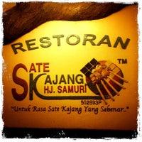 Photo taken at Restoran Sate Kajang Haji Samuri by Henry Y. on 3/5/2011