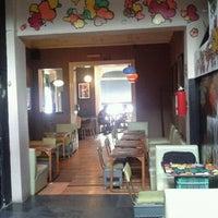Das Foto wurde bei Red Fly von Fernanda Ca. V. am 8/24/2011 aufgenommen