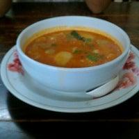 Photo taken at Mr.Sia Hot Quick Thai-Chinese Dish | มิสเตอร์เซี๊ย by Thawat C. on 9/23/2011