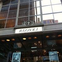 Foto diambil di Rizzoli Bookstore oleh Ebenezer S. pada 9/30/2011