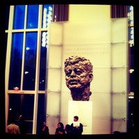 Foto tirada no(a) The John F. Kennedy Center for the Performing Arts por Rebecca em 9/21/2011