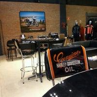 Foto tirada no(a) Autostar (Harley Davidson) por Alexandre Junqueira C. em 1/18/2012