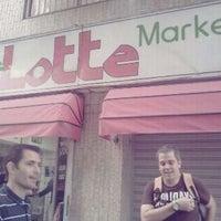 8/24/2011 tarihinde Martin C.ziyaretçi tarafından Lotte Market'de çekilen fotoğraf