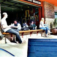 Foto tirada no(a) Bird Rock Coffee Roasters por Sam K. em 4/1/2012