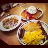 Photo taken at IHOP by Patziilla K. on 11/30/2011
