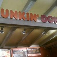 Das Foto wurde bei Dunkin' Donuts von Nikhil C. am 12/11/2011 aufgenommen
