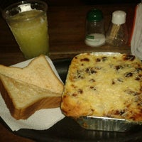Photo taken at Metro Pizza by juankmilo q. on 7/17/2012