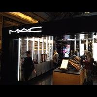 Photo taken at MacStation by Alexandre M. on 7/25/2012