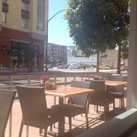 รูปภาพถ่ายที่ Broken Yolk Cafe โดย Arman D. เมื่อ 5/29/2012