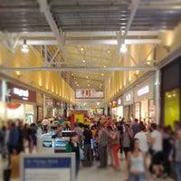 รูปภาพถ่ายที่ MEGA Mall โดย Danil P. เมื่อ 6/29/2012