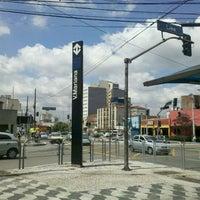 Foto tirada no(a) Estação Vila Mariana (Metrô) por Ricardo P. em 12/8/2011
