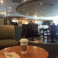 Foto tomada en Starbucks por Gabriel D. el 8/28/2011