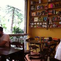 Foto tirada no(a) Maya Café por Sebastiao F. em 12/4/2011