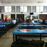 Photo taken at โรงอาหาร อาคารองค์การนักศึกษา (อมช.) by Pattarapon S. on 6/6/2012