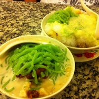 Photo taken at Penang Road Famous Teochew Chendul by Janice L. on 6/7/2011