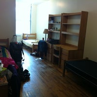 Foto scattata a NYU Greenwich Residence Hall da Nicole L. il 10/3/2011