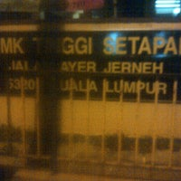 Photo taken at Sekolah Menengah Kebangsaan Tinggi Setapak by Farihin F. on 12/28/2011