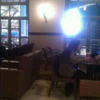 12/13/2011 tarihinde Jay C.ziyaretçi tarafından Starbucks'de çekilen fotoğraf