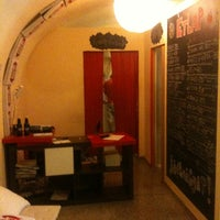 Foto scattata a Pizza Manufaktura da Gabor O. il 5/13/2011