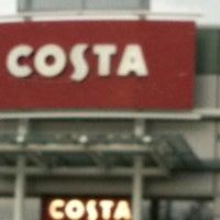 รูปภาพถ่ายที่ Costa Coffee โดย Dave W. เมื่อ 2/6/2011