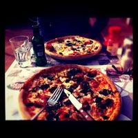 3/27/2011 tarihinde rabbit_hole_ B.ziyaretçi tarafından Olivia's Pizzeria'de çekilen fotoğraf