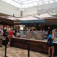 Foto scattata a Starbucks da Ryan E. il 5/18/2012