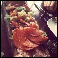 Photo prise au 5th View Bar & Food par 𝚝𝚛𝚞𝚖𝚙𝚎𝚛 . le10/31/2011