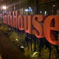 Photo taken at SmithHouse - BBQ, Burgers, Brews by ES J. on 1/19/2012