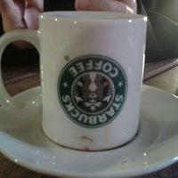 3/12/2012 tarihinde Betul Y.ziyaretçi tarafından Starbucks'de çekilen fotoğraf