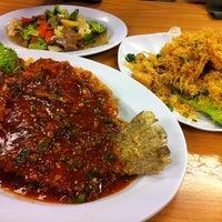 Photo taken at Restoran Cina Muslim Mohd Chan Abdullah by Huda Pink on 5/17/2011