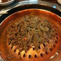 Foto tirada no(a) Woo Lae Oak por Kwanglim K. em 5/3/2012