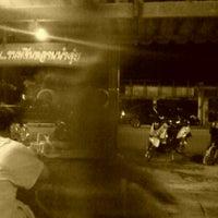 Photo taken at ร้าน-ขนมจีนหลานป้าจุ้ย by Theeraphong L. on 10/19/2011