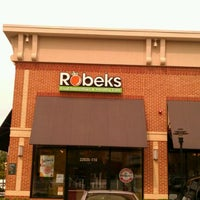 Photo prise au Robeks Fresh Juices & Smoothies par Josh G. le10/26/2011