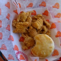 Photo taken at Popeye's Louisiana Kitchen by Fuchapro on 10/5/2011