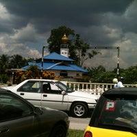 Photo taken at Masjid Kampung Kepayang by Kerox A. on 5/11/2012