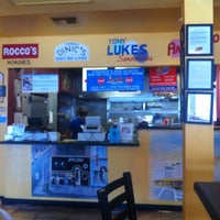Foto tirada no(a) Frankie's South Philly Cheesesteaks and Hoagies por Charlie B. em 7/16/2011