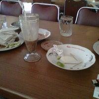 Photo taken at Restoran Padang  Kurnia Jaya by Marlon Alex N. on 10/6/2011