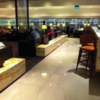 Photo taken at SIA SilverKris Lounge (Terminal 3) by M K. on 4/28/2011