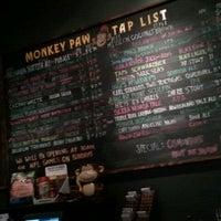 Photo prise au Monkey Paw Pub & Brewery par Ray E. le11/27/2011
