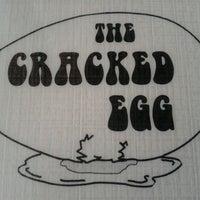 Foto scattata a The Cracked Egg da Rachelle M. il 11/27/2011