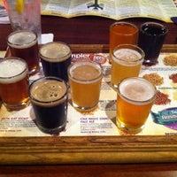 รูปภาพถ่ายที่ Tampa Bay Brewing Company โดย Thomas M. เมื่อ 8/9/2011