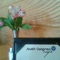 Das Foto wurde bei South Congress Cafe von Richard W. am 6/11/2012 aufgenommen